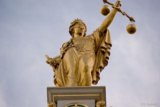 640px-Golden_Lady_Justice,_Bruges,_Belgium_(6204837462)