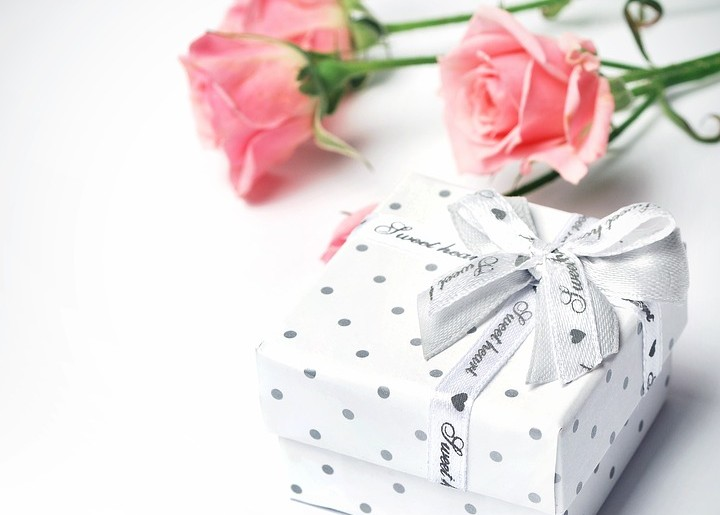 gift-1443870_960_720