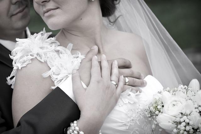 wedding-rings-608782_640