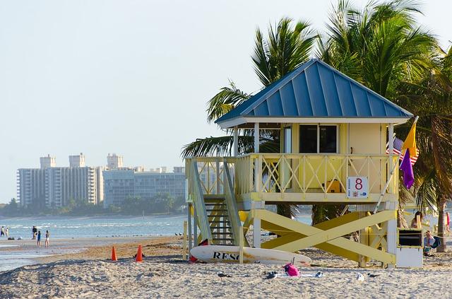 beach-1156977_640