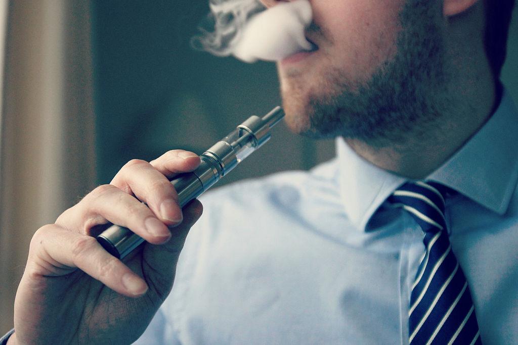 E-Cigarette-Electronic_Cigarette-E-Cigs-E-Liquid-Vaping-Cloud_Chasing-Vaping_at_Work-Work_Vaping_(16348997445)